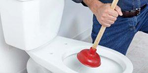 déboucher une toilette