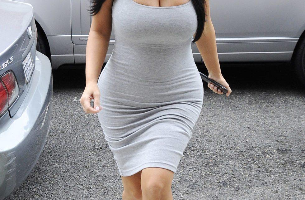 Bien choisir une robe pour une femme à forte poitrine