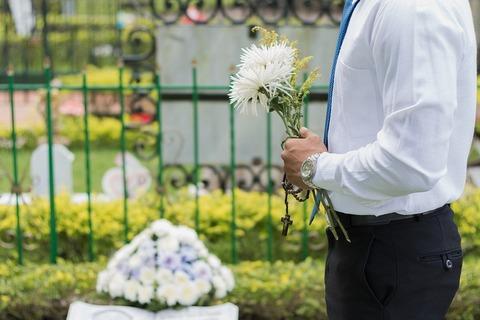 Quelles sont les raisons de visiter un cimetière?